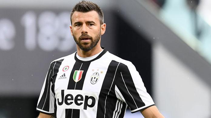 Juventus, si fa male Barzagli: infortunio alla spalla, trasportato in ospedale