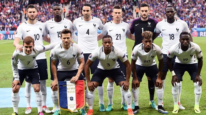 Francia, Hollande attacca i calciatori: