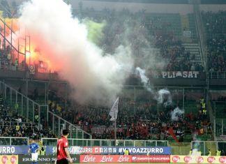 italia albania tifosi fumogeni