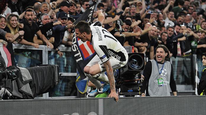 La Juventus vince la scudetto, l'esultanza di Higuain diventa virale