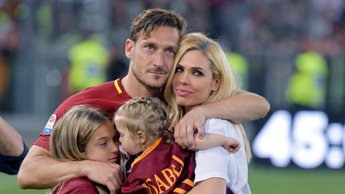 Roma, Totti a lezione da allenatore: in ultima fila prendendo appunti