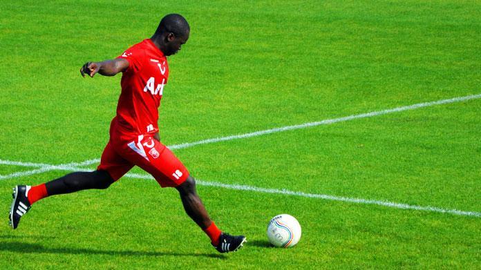 Lutto nel mondo del calcio, muore Tiote