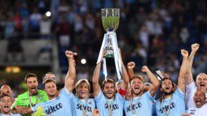 La Lazio vince e il falconiere fa il saluto romano: 'Duce, Duce' (VIDEO)