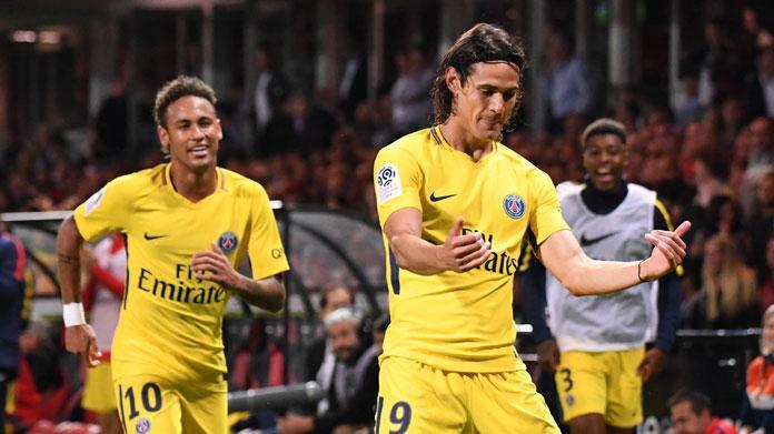 Nantes-Psg: arbitro cade, poi sgambetta e dà rosso a Diego Carlos
