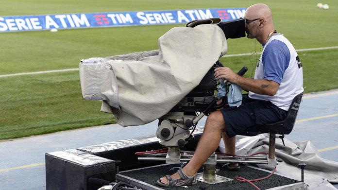 Assemblea Lega Calcio, la serie A si spacca in due