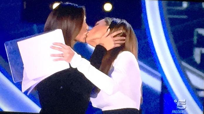belen rodriguez ilary blasi bacio