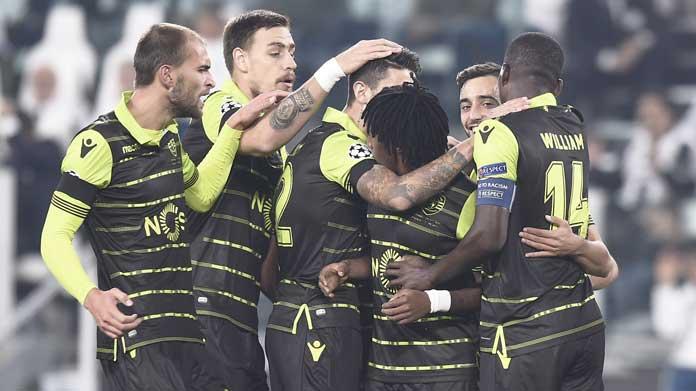 Sporting Lisbona, tifosi aggrediscono i calciatori: Bas Dost ferito
