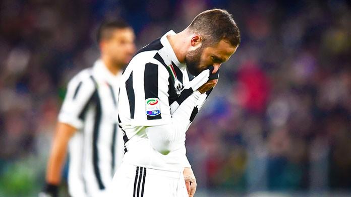 Torino-Juventus, Chiellini rifila un pugno a Belotti: per Orsato tutto regolare