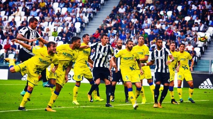 Chievo Verona-Juventus, Cacciatore ma che combini? Gesto delle manette e espulso