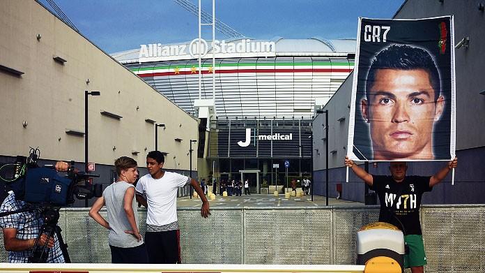 cristiano ronaldo tifosi juventus allianz stadium