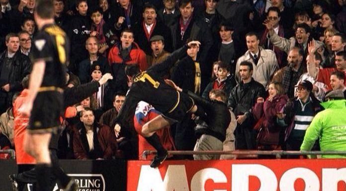 Cantona aggredisce un tifoso del Crystal Palace – 25 gennaio 1995 – VIDEO