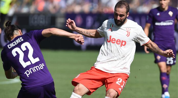 Napoli Fiorentina: Caceres è dominante al San Paolo