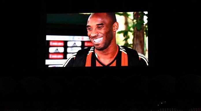 Milan, lo striscione di San Siro in onore di Kobe Bryant – F