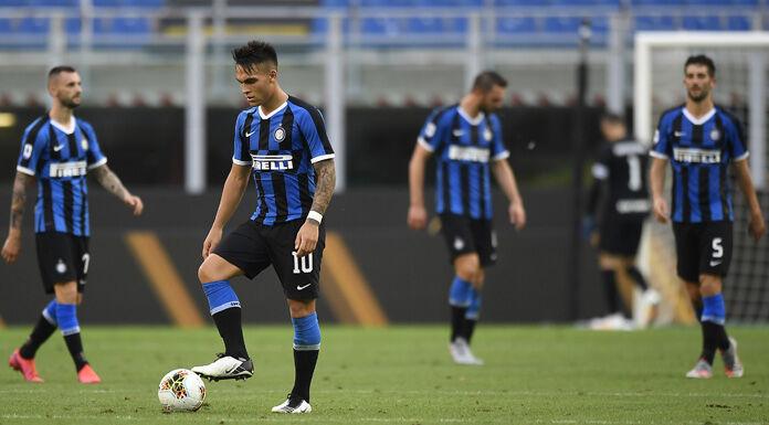 Inter, contestazione dei tifosi fuori San Siro: «Fuori i cog