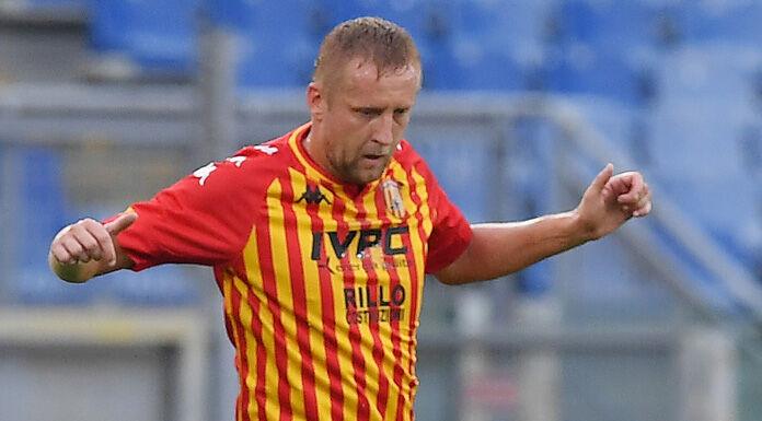Crotone Benevento 1 0 LIVE: clamoroso autogol di Glik