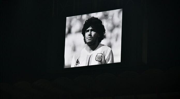 Addio Maradona, l'omaggio degli eterni rivali del River Plate – FOTO