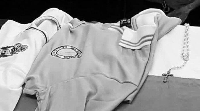 Addio Maradona: la numero 10 del Napoli sulla bara del Pibe de Oro – FOTO