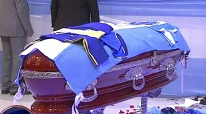 Funerale Maradona LIVE: accessi bloccati e scontri con la Polizia, ci sono feriti – DIRETTA