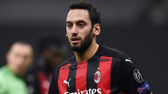 Milan, si decide il futuro di Calhanoglu: l'agente incontra il club - Sportmediaset