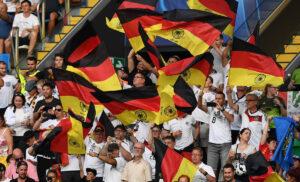 tifosi Germania DSC 1372 300x182 - Definisce nazista il suo vice: si dimette il presidente della Federcalcio tedesca