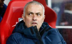 Mourinho 2 300x182 - Roma, Mourinho si allena a Londra: ecco la data del suo arrivo a Trigoria