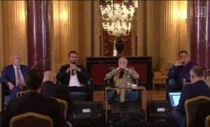 De Laurentiis conferenza 300x182 - Conferenza stampa De Laurentiis LIVE: «E' più importante una partita che la salute dei popoli?»