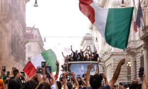 Italia 9 300x182 - Locatelli (CTS): «Focolai dopo i festeggiamenti, effetto Euro 2020»