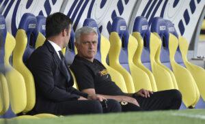 Mourinho Tiago Pinto 300x182 - Calciomercato Roma: piace un centrocampista dell'Atletico Madrid
