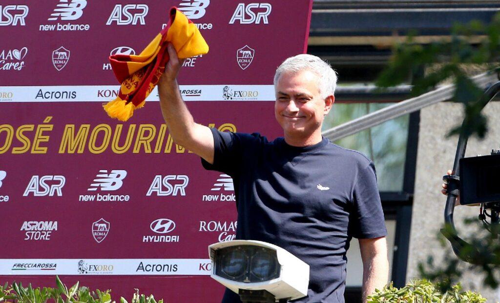 Conferenza stampa Mourinho: la Roma presenta il nuovo ...