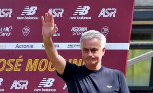 Mourinho GINO2955 1 300x182 - Mourinho punge Conte: «Ci sono allenatori nella storia dei club che non si devono paragonare mai»