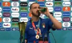 a3f3963f 9134 4051 9046 dc1ad4c5c832 300x182 - Bonucci beve un birra in conferenza: «Me la sono meritata» – VIDEO