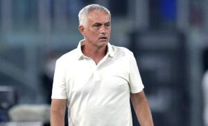 Mourinho 1 300x182 - Mourinho, gesto da applausi: chiama Castori per sapere della moglie