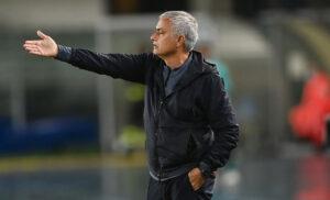 José Mourinho 2 300x182 - Formazioni ufficiali Roma Udinese: le scelte degli allenatori